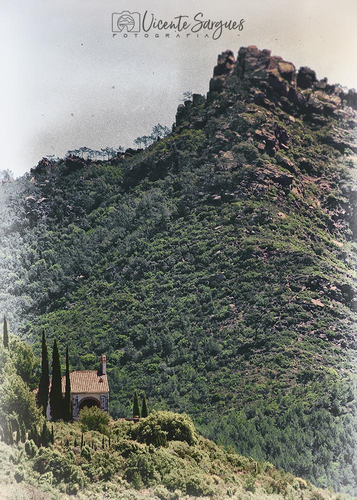 Ermita en la sierra