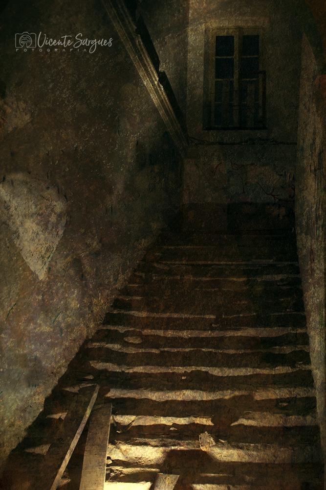 Inquietante escalera