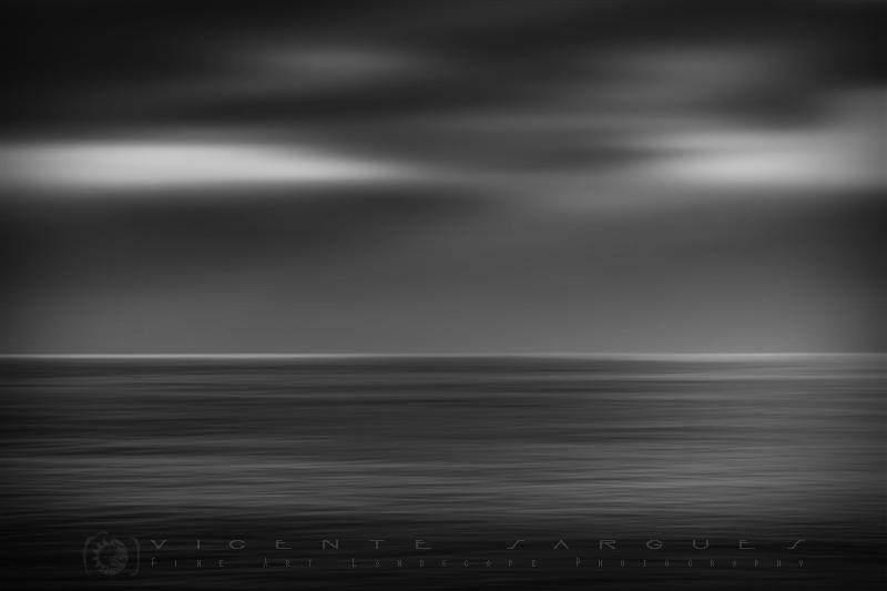 Playa en blanco y negro. Abstracto