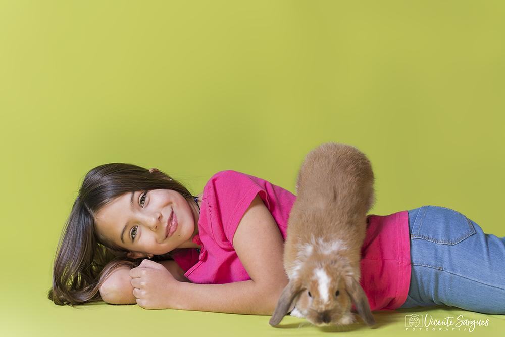 Niña con su mascota