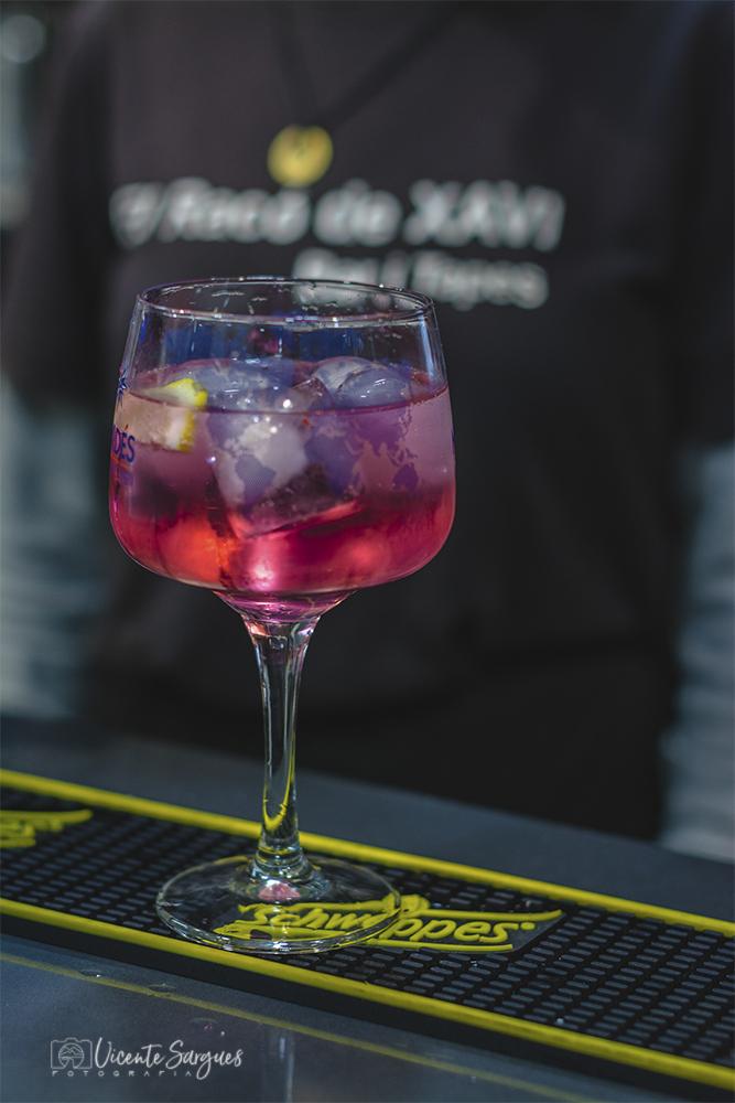 Copa de gin tonic rosado